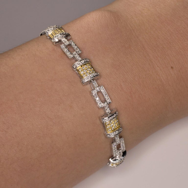 Round Cut 18 Carats White and Yellow Gold 2.50 Carats G Color Diamonds Tennis Bracelet For Sale