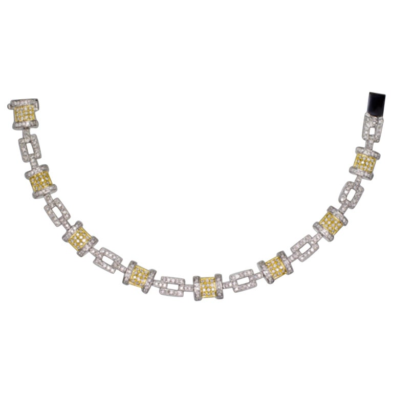 18 Carats White and Yellow Gold 2.50 Carats G Color Diamonds Tennis Bracelet For Sale
