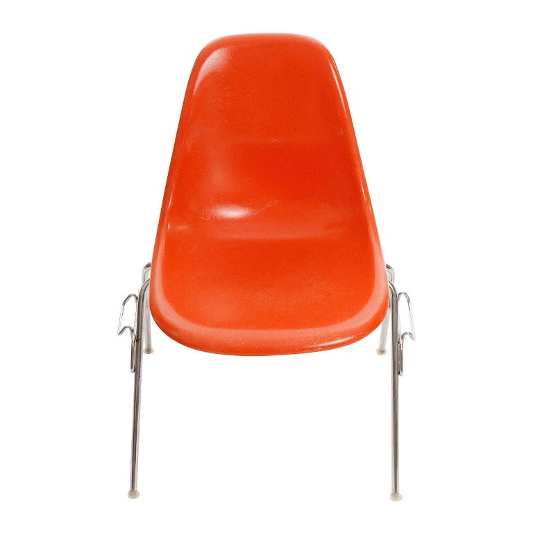 18 DSS Stacking Chairs, Charles & Ray Eames, Herman Miller, Orange Fiberglass In Good Condition For Sale In Vienna, AT