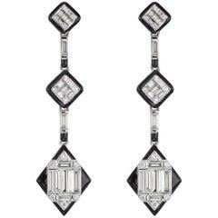 18 Karat White Gold Baguette Diamond Drop Earring