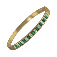 18 Karat 3.60 Carat Emerald Diamond Bangle Hinged Bracelet Yellow Gold