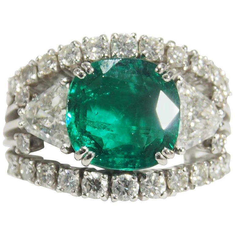 18 Karat AGL Certified Emerald and Diamond Ring White Gold For Sale