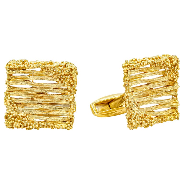 18 Karat Brushed Yellow Gold Square Striated Pattern Cufflinks For Sale