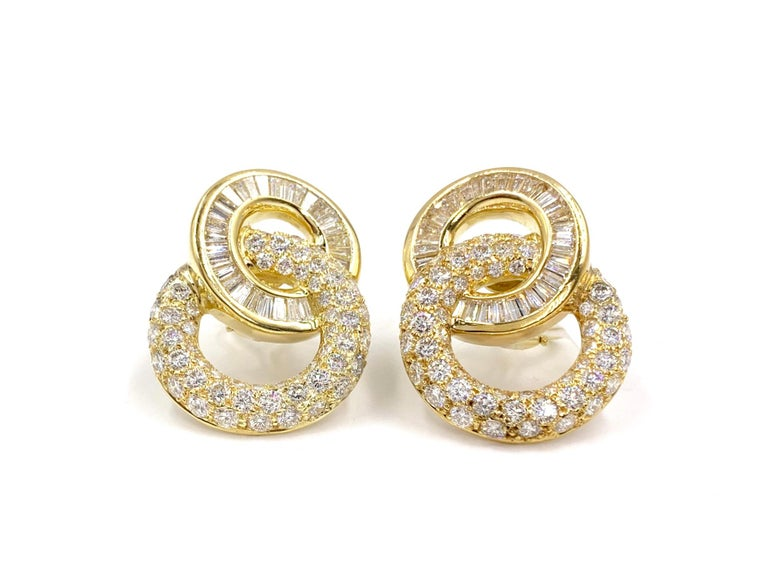 Contemporary 18 Karat Circle Drop Diamond Earrings For Sale
