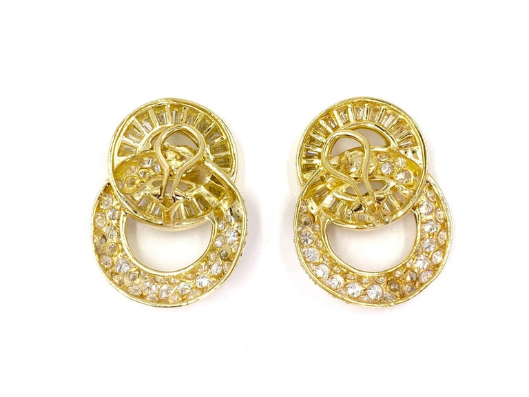18 Karat Circle Drop Diamond Earrings In Good Condition For Sale In Pikesville, MD