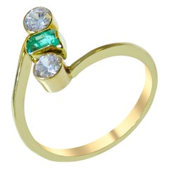18 Karat Colombian Emerald Ladies Ring