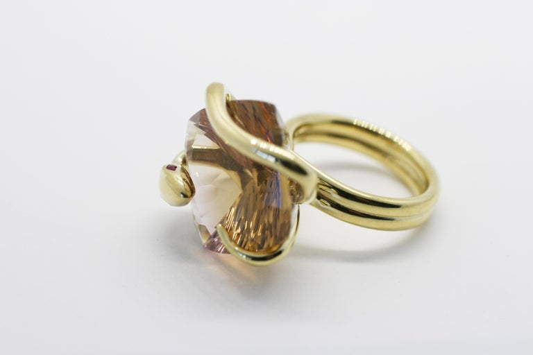 18 Karat Color Changing Natural Citrine Climbing Snake Ring  In New Condition For Sale In West Hollywood, CA