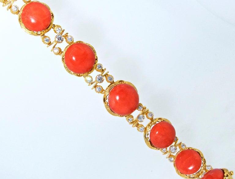 Armband aus 18 Karat Gold mit Korallen und Diamanten 2