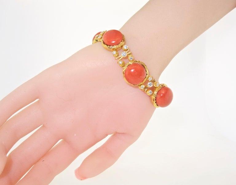 Armband aus 18 Karat Gold mit Korallen und Diamanten 3