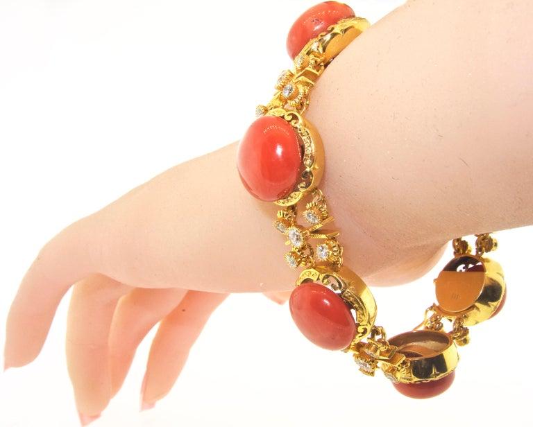 Armband aus 18 Karat Gold mit Korallen und Diamanten 5