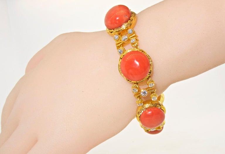 Armband aus 18 Karat Gold mit Korallen und Diamanten 6