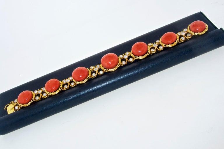 Armband aus 18 Karat Gold mit Korallen und Diamanten 7