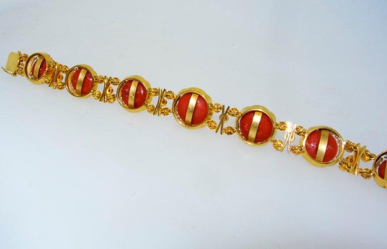 Armband aus 18 Karat Gold mit Korallen und Diamanten 8