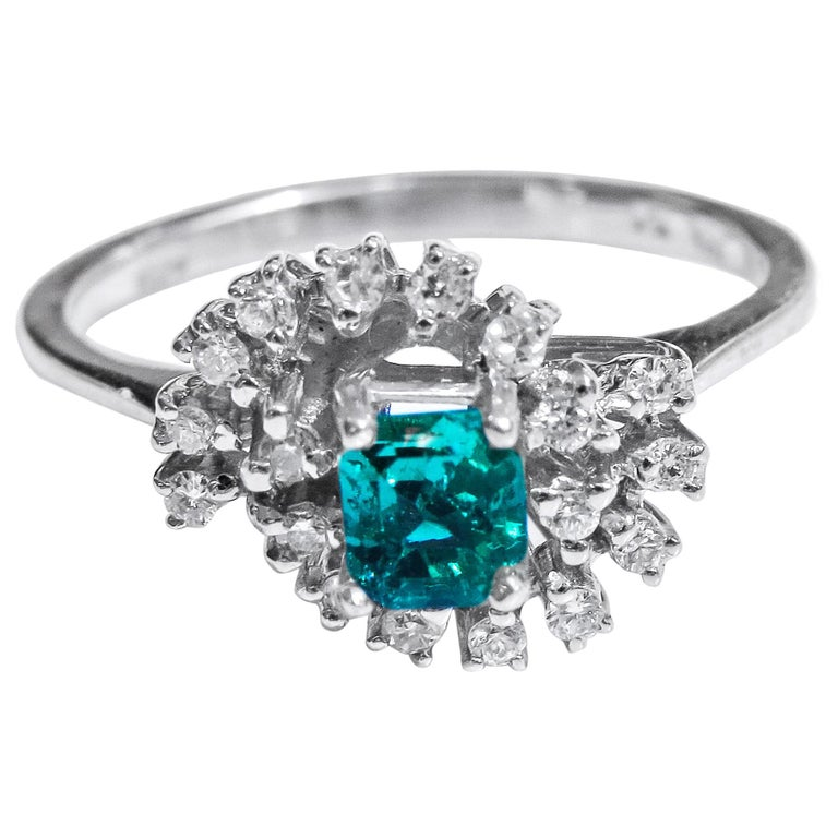18 Karat Diamond and Colombian Emerald Ring For Sale
