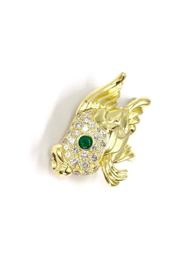 Round Cut 18 Karat Diamond and Emerald Fish Brooch For Sale
