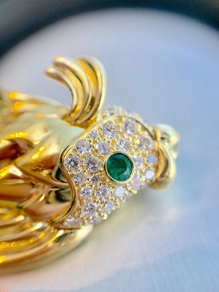 18 Karat Diamond and Emerald Fish Brooch For Sale 2