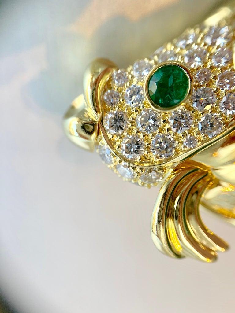 18 Karat Diamond and Emerald Fish Brooch For Sale 3