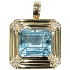 18 Karat Diamond Aquamarine Pendant Square Yellow Gold 34 Carat