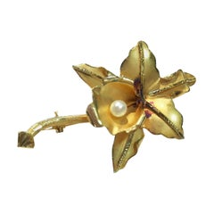18 Karat Flower Pearl Brooch Pin