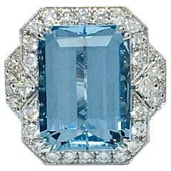 18 Karat Gold 13.22 Carat Aquamarine and 1.70 Carat Diamond Ring