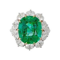 18 Karat Gold 8.08 Carat Natural Colombian Emerald with Diamond Cocktail Ring