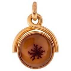 18 Karat Gold Agate and White Chalcedony Engraved Lion Intaglio Seal