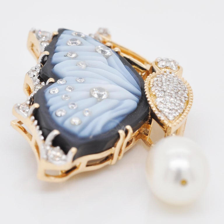 18 Karat Gold Agate Butterfly Carving Diamond Pearl Contemporary Pendant Brooch For Sale 7