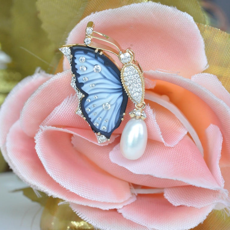 18 Karat Gold Agate Butterfly Carving Diamond Pearl Contemporary Pendant Brooch For Sale 12