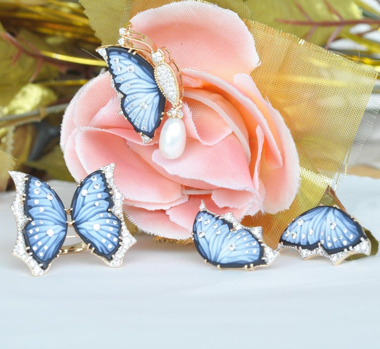 18 Karat Gold Agate Butterfly Carving Diamond Pearl Contemporary Pendant Brooch For Sale 13