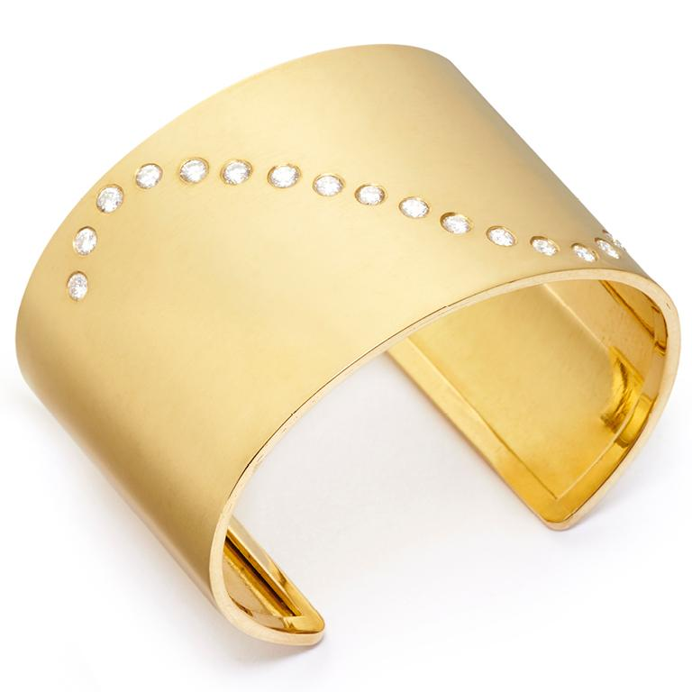 18 Karat Gold and 1.66 Carat Diamond Wave Cuff In New Condition For Sale In Nantucket, MA