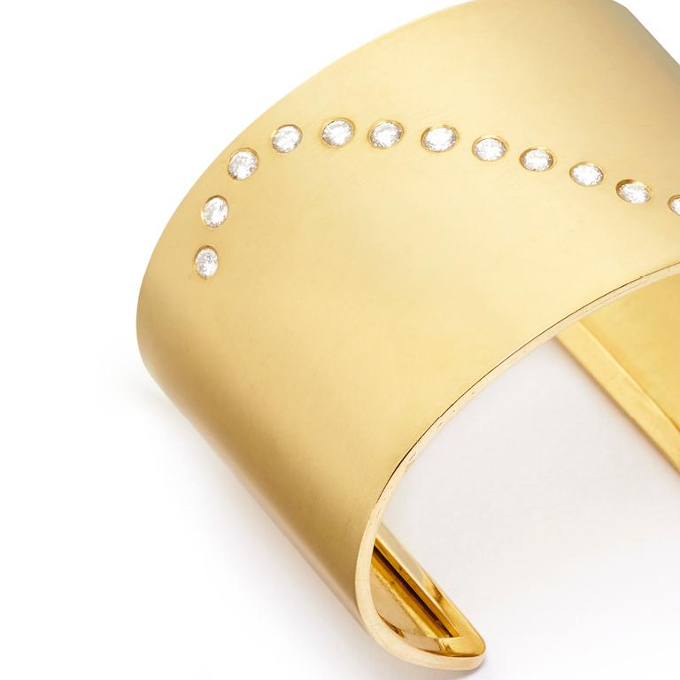 Women's or Men's 18 Karat Gold and 1.66 Carat Diamond Wave Cuff For Sale