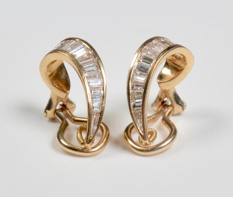 18 Karat Gold and Baguette Diamond Clip on Earrings For Sale 1