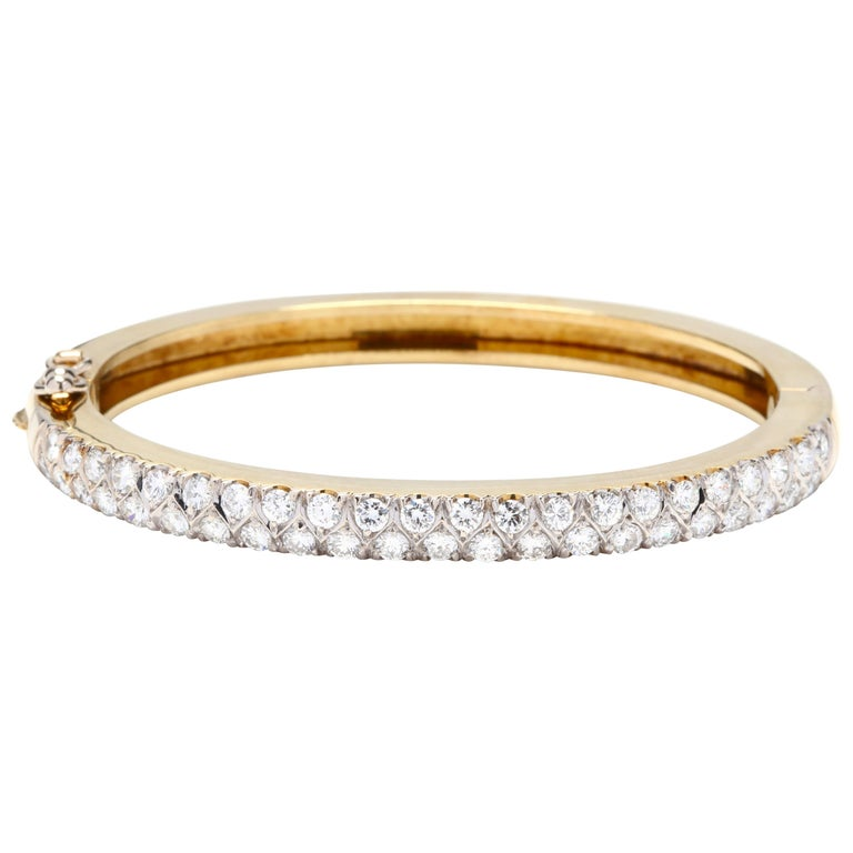 18 Karat Gold and Diamond Bangle For Sale