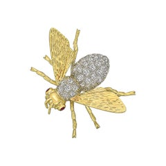 18 Karat Gold and Pavé Diamond Bee Pin
