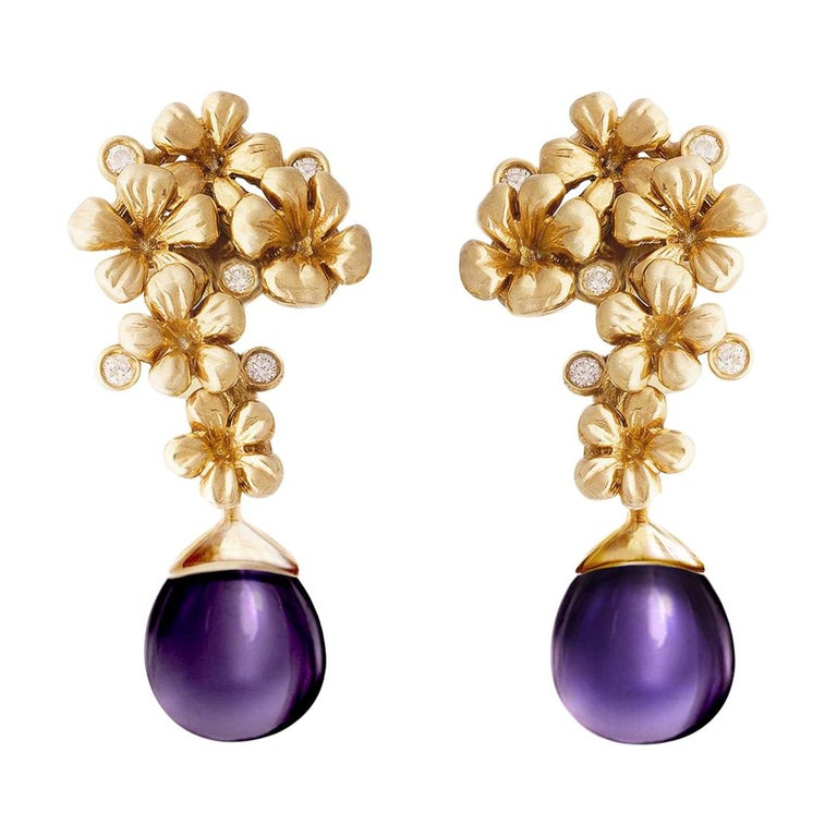 18 Karat Gold Modern Plum Blossom Cocktail Clip-On Earrings with Diamonds For Sale