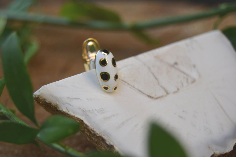 18 Karat Gold Black and White Enamel Studs and Cufflinks For Sale 2