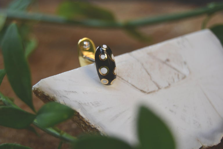 18 Karat Gold Black and White Enamel Studs and Cufflinks For Sale 3
