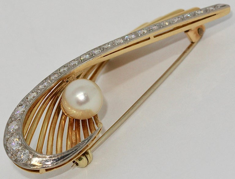 18 Karat Gold Brooch with 21 Diamonds and cultured Pearl.  The diamonds are of excellent quality.  Diameter of the pearl: 8mm.