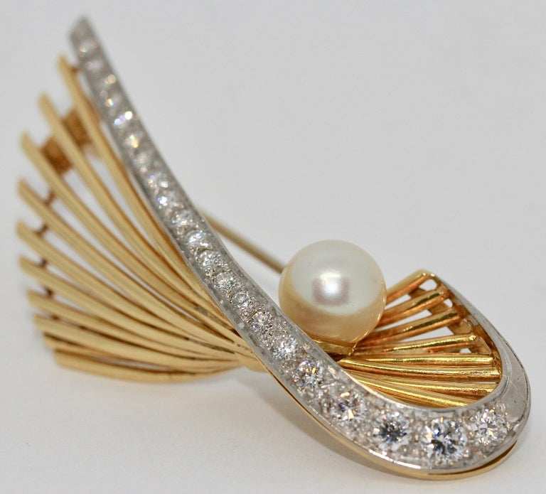 18 Karat Gold Brooch with 21 Diamonds and Cultured Pearl For Sale 2
