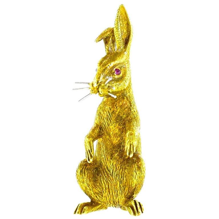 18 Karat Gold Bunny Rabbit brooch, circa 1960 For Sale