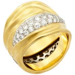 18 Karat Gold Burst Ring with 1.80 Carat Round Brilliant Cut Diamonds