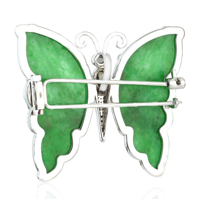 18 Karat Gold Butterfly Jade Diamond Brooch In New Condition For Sale In Hoffman Estate, IL