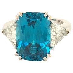 18 Karat Gold Deep Blue Zircon 16.61 Carat Ring with Diamonds 1.50 Carat