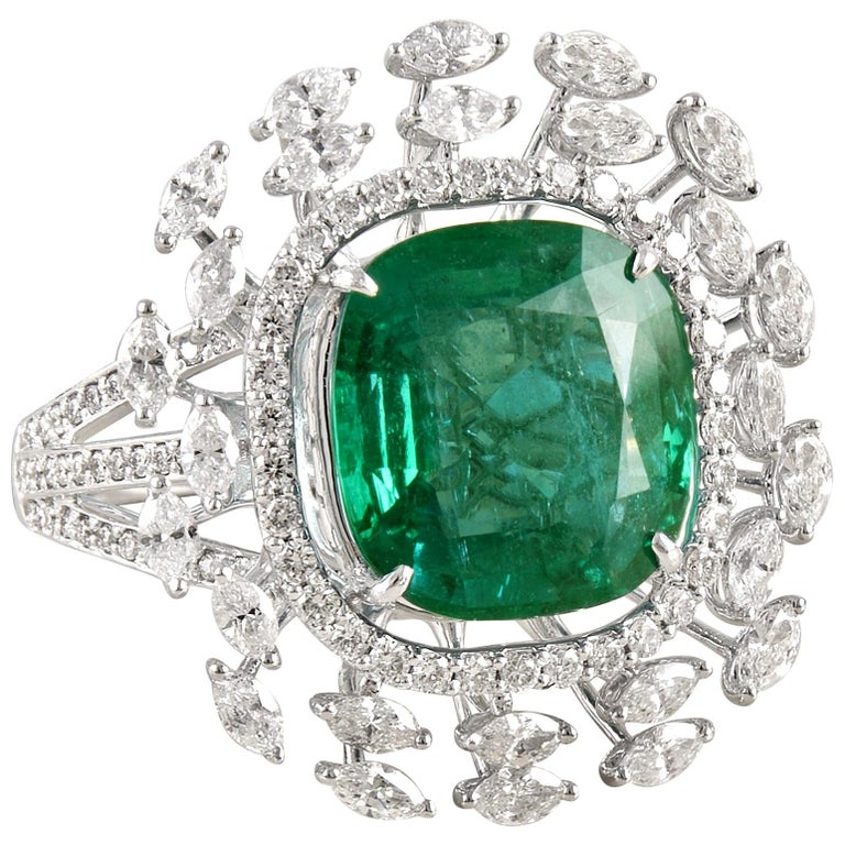 Emerald 18k Gold White Diamond Cocktail Ring For Sale