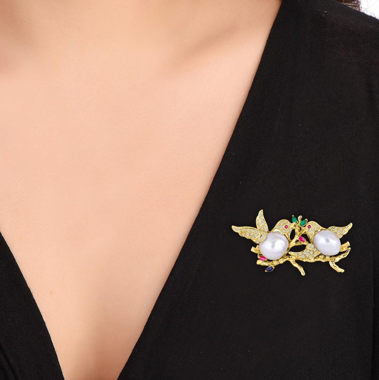 18 Karat Gold Diamond Love Dove Brooch In New Condition For Sale In New York, NY