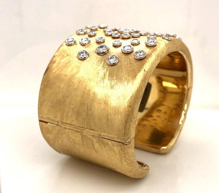 18 Karat Gold Diamond Sunburst Cuff Bracelet In New Condition For Sale In Westport, CT