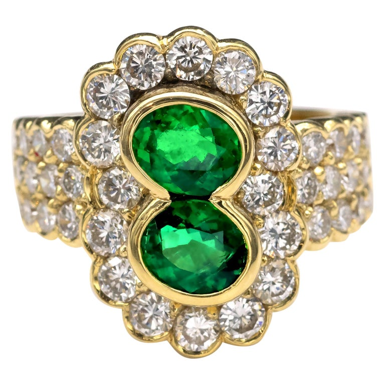 18 Karat Gold Emerald and Diamond Ring For Sale