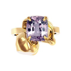 18 Karat Gold Flower Contemporary Ring with 1.34 Carat Purple Cushion Spinel