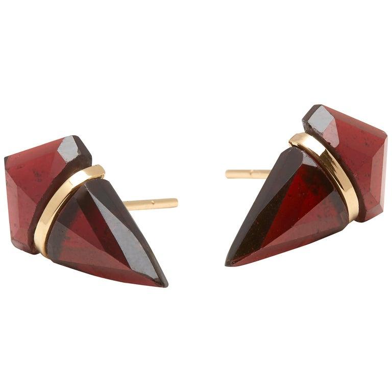 18 Karat Gold Garnet Stud Earrings For Sale