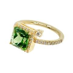 18 Karat Gold Green Tourmaline and Diamonds Italian Ring